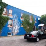 Vandrarhemmet med färgglad fasad