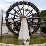 Ett av två besök på väveri: vattenhjul