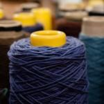 Ett av två besök på väveri: silkestråd närbild