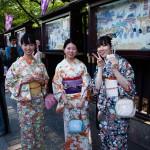 Flickor i kimonos