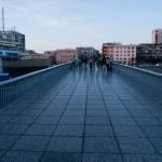 Bron över viken vid hamninloppet