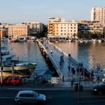 Bron över hamninloppet från stadsmuren