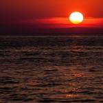 Intensivt röd solnedgång från Zadar