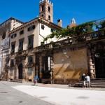Gammal fasad vid Piazza San Martino