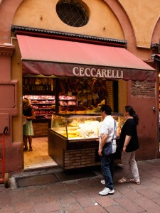 Shopping längs Via Pescherie Vecchie